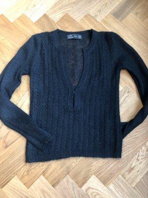 Sexy Pullover mit tiefem Ausschnitt aus Mohair