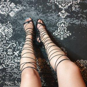 Aldo Botas con cordones negro-color oro