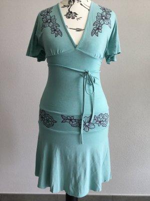 Sexy Sommerkleid mit raffiniertem Schnitt in XS