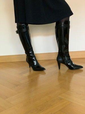 Sexy und edel - schwarze Lacklederstiefel von Boss