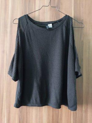 Shirt mit cut outs am Ärmel von H&M