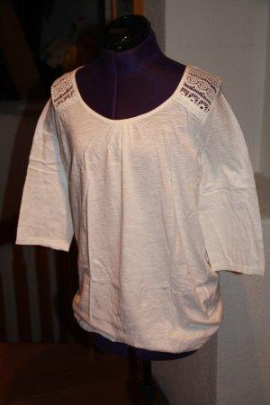 Shirt mit Häkelspitze