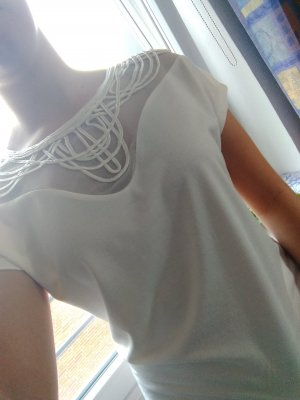 Shirt mit Mesh Details.