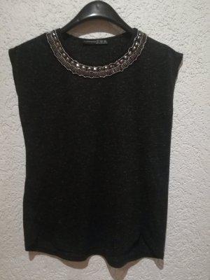 Shirt mit Perlen am Hals