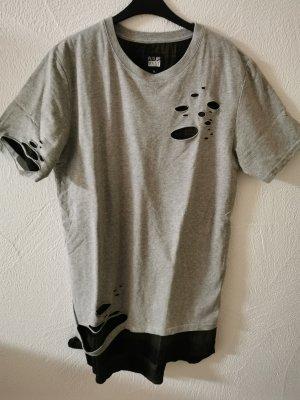 Shirt mit Rissen und camouflage