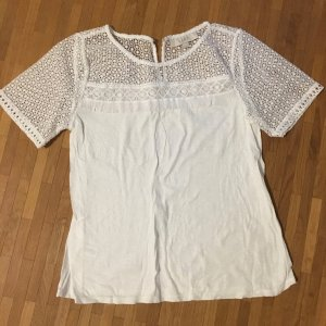 Shirt mit Spitz in weiß. Nie getragen.