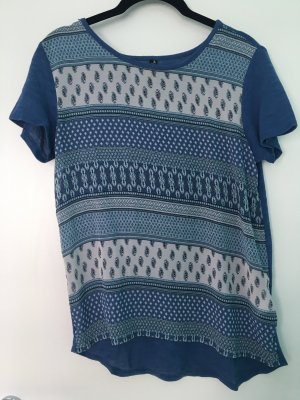Shirt mit verschiedenen blauen Mustern im Boho-Style