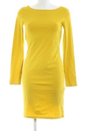 Vestido estilo camisa amarillo pálido look casual