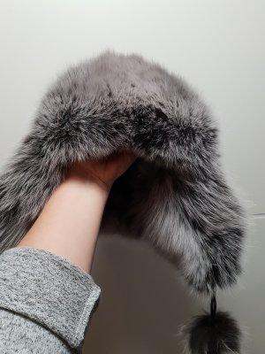 Chapeau en fourrure noir cuir