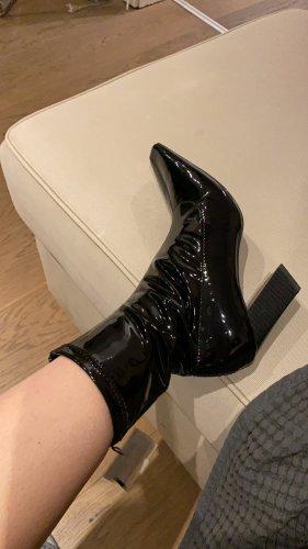 Shoes heeled