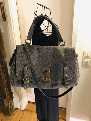 Shopper Tasche aus Filz mit Nieten