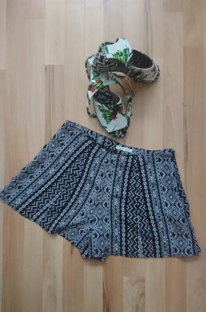 Short Summer Ethno Beach Shorts: Innocence, Gr. 40
