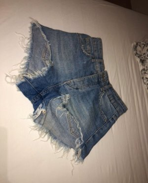 Bershka Pantalón corto de talle alto azul