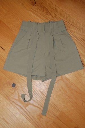 Bikbok Pantalón corto de talle alto verde grisáceo-beige tejido mezclado
