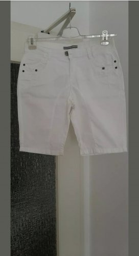 Shorts/ Bermuda Street One