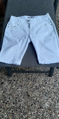 Shorts/ Bermuda Street One
