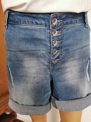 Shorts Caja mit Destroyed-Effekt