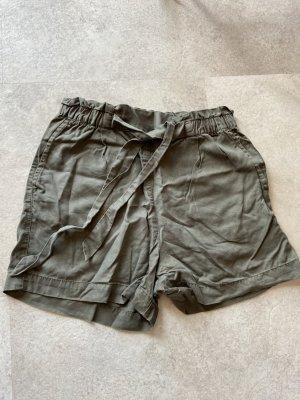 H&M Pantalón corto de talle alto gris verdoso tejido mezclado
