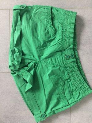 Shorts Gr. 38 grün *NEU*