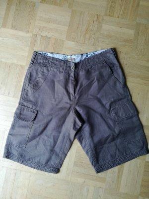 Shorts mit aufgesetzten Taschen, hellbraun