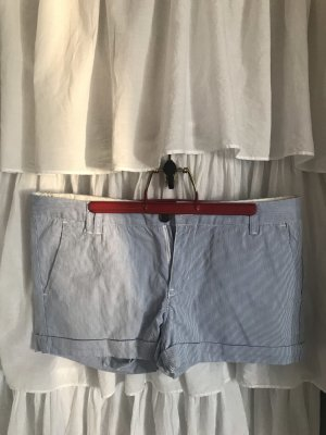 Shorts mit dezenten Streifen