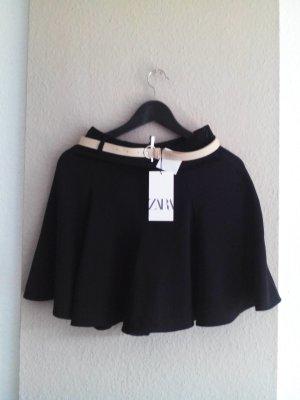 Shorts mit hohem Bund in schwarz mit Gürtel, Größe M, neu