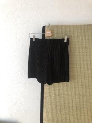 Shorts mit Plissee / Falten Stoff in schwarz mit Hoher Bundweite