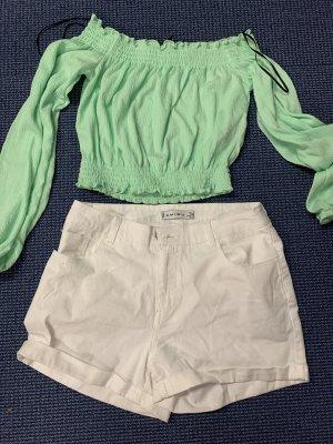 Shorts und Oberteil