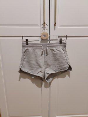 Shorts von Na-KD x Pamela Reif