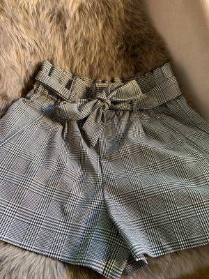 Shorts von ZARA mit Schleife