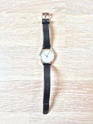 Silber Armbanduhr mit schwarzem Lederband von TCM Tchibo