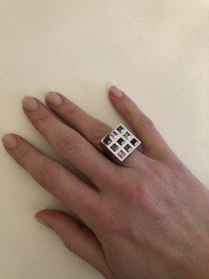 Silber farbener Ring mit Steinen in Lilatönen von Swatch