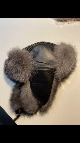 Futrzana czapka srebrny