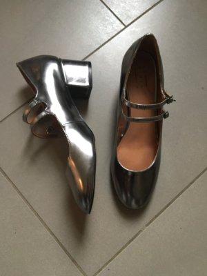 Silber metallic pumps Schuhe 41 glänzend Ballerina mit riemchen Kleibern absatz