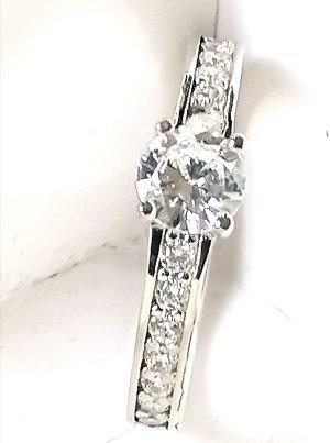 Silber mit geschliffenen zirconia Steinen