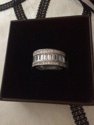 Silber Ring mit  funkelnden  Steinchen besetzt