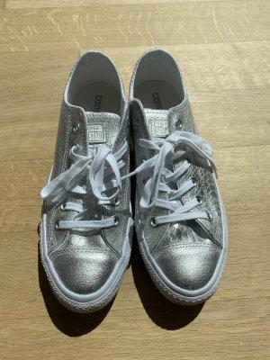 Silberfarbende Converse Chucks in Größe 41