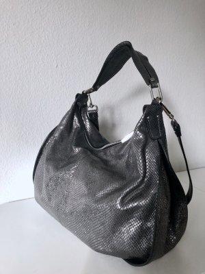 Silberfarbene Handtasche aus reptilgeprägtem Leder