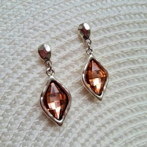 silberfarbene Ohrringe mit teefarbenen Glasssteinen / used look