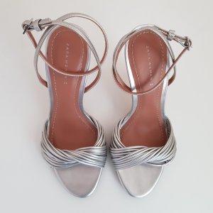 Silberfarbene Sandaletten von Zara