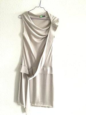 Silberfarbenes Seidenkleid von Alexander McQueen, Gr. It 44