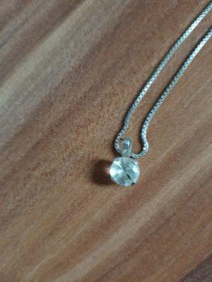 Silberkette mit Stein