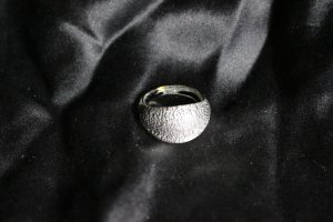 Silbern glänzender Glasring Fingerring