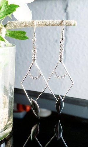 Silberne filigrane Ohrringe mit Zirkonia