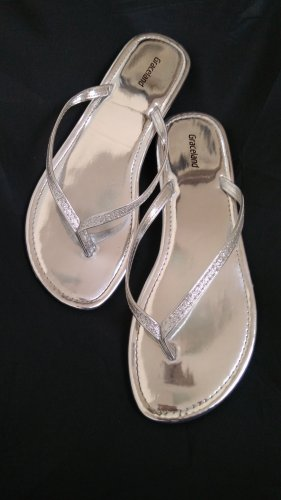 Graceland Flip-Flop Sandals silver-colored