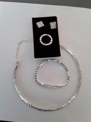 Silberne Kette mit Armband,  Ohrringen und Ring