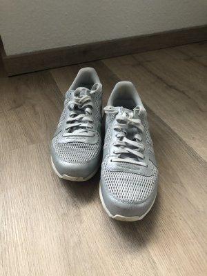 Silberne Nike