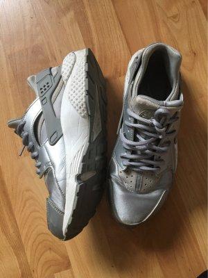 Silberne Nike Huarache