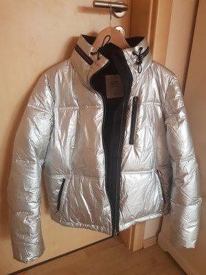Silberne Puffer Jacke