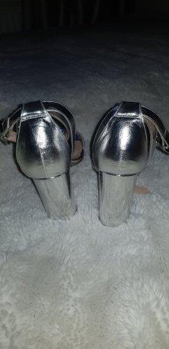 silberne Pumps